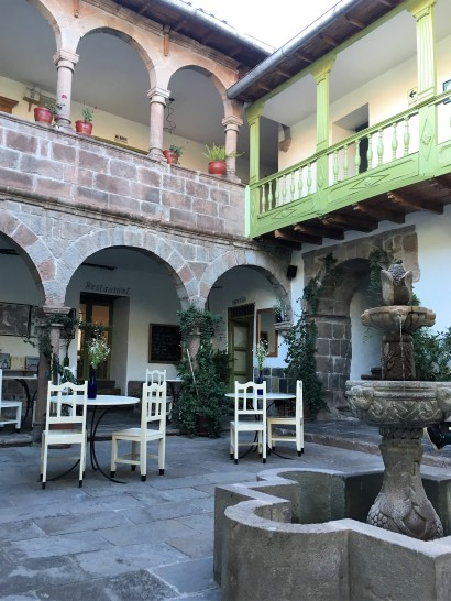 View of the patio at the Niños hotel Meloc.