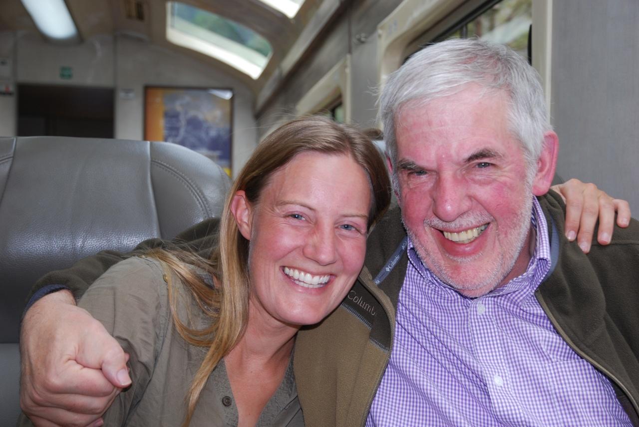 Onze gidsen van deze belevingsreis in Peru, hier in de trein naar Machu Picchu. Links: Annelies Hamerlinck (eigenaar Vamos Expeditions), Rechts: Bob Elsen (eigenaar Joker Reizen).